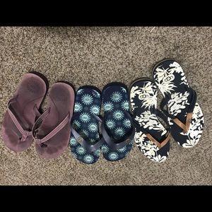 Ugg flip flops 3 pairs